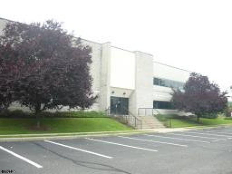 Commercial pour l à louer à 3 S CORPORATE Drive Riverdale, New Jersey 07457 États-Unis