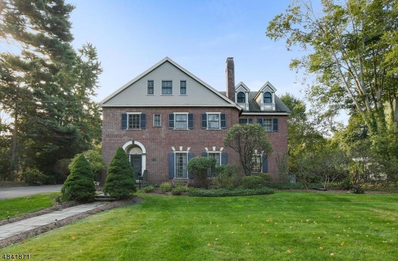 Частный односемейный дом для того Продажа на 1440 PROSPECT AVENUE Plainfield, Нью-Джерси 07060 Соединенные Штаты