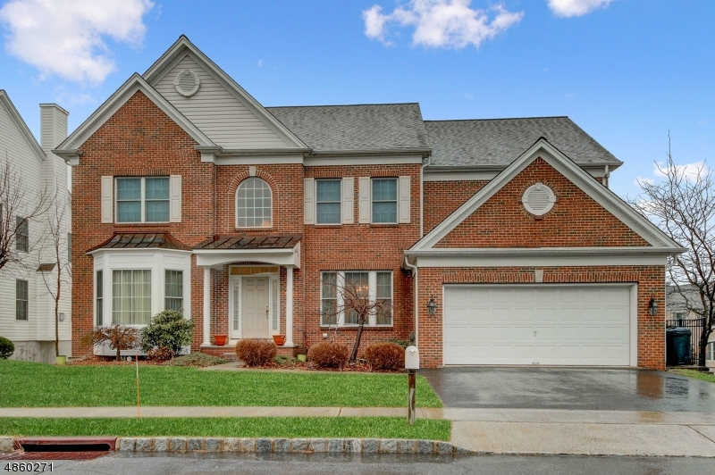 Single Family Home for Sale at 15 commanders ct 15 commanders ct Totowa Boro, New Jersey 07512 United States