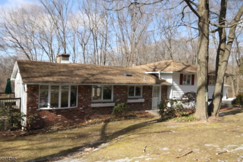 Single Family Home for Sale at 118 E MOUNTAIN RD 118 E MOUNTAIN RD Sparta, New Jersey 07871 United States