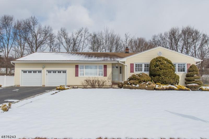 Tek Ailelik Ev için Satış at 87 GLENROY Road Fairfield, New Jersey 07004 Amerika Birleşik Devletleri