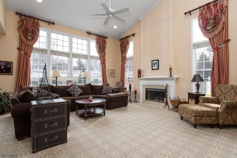 Villa per Vendita alle ore 64 RIDGE Road Green Brook Township, New Jersey 08812 Stati Uniti