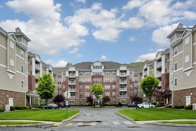 Condo / Townhouse for Sale at Wanaque, New Jersey 07465 United States