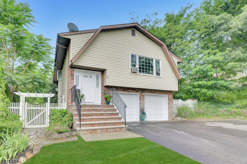 Single Family Homes pour l Vente à Paramus, New Jersey 07652 États-Unis
