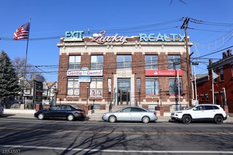 Comercial por un Alquiler en Newark, Nueva Jersey 07105 Estados Unidos