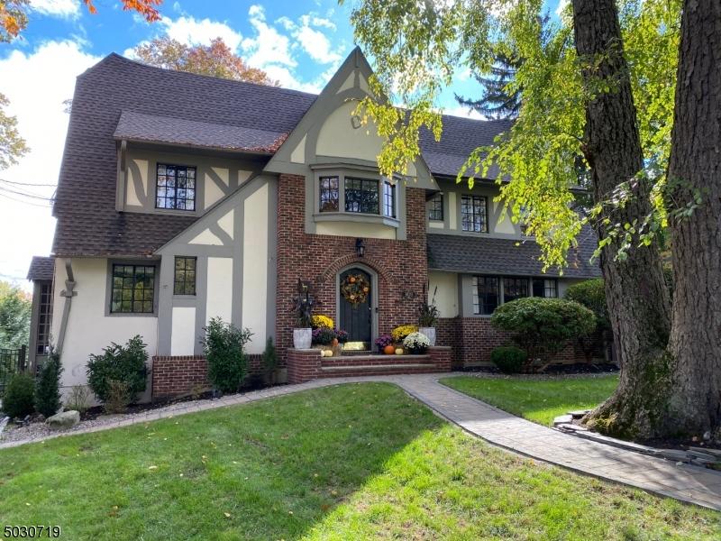 Single Family Homes para Venda às Plainfield, Nova Jersey 07060 Estados Unidos