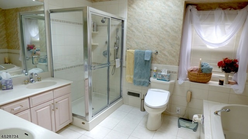 Additional photo for property listing at 10 Bonita Ter  韦恩, 新泽西州 07470 美国