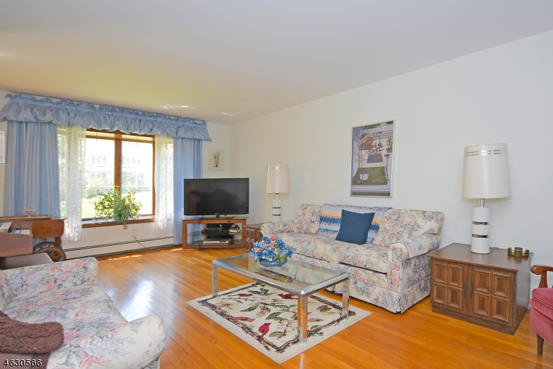 Additional photo for property listing at 3 Pine Tree Road  Ramsey, Nueva Jersey 07446 Estados Unidos