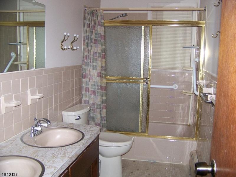 Additional photo for property listing at 27 Marudy Drive  Clinton, Нью-Джерси 08809 Соединенные Штаты