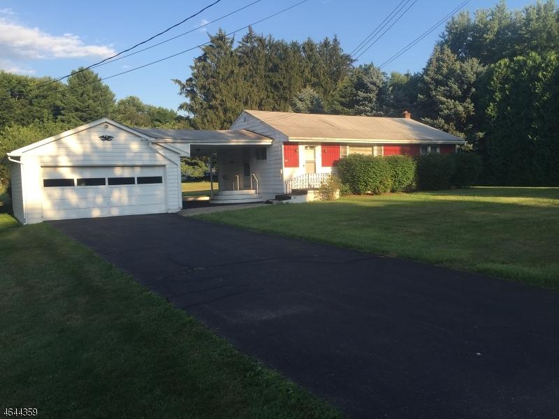 Частный односемейный дом для того Продажа на 907 Maple Drive Stewartsville, Нью-Джерси 08886 Соединенные Штаты