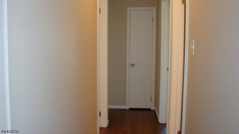 Additional photo for property listing at 802 Rugby Road  Phillipsburg, 新泽西州 08865 美国