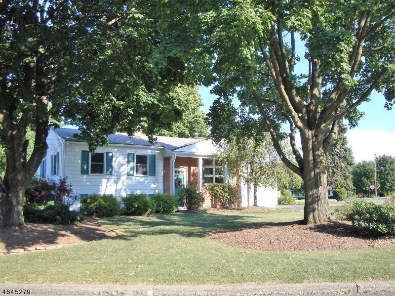 独户住宅 为 销售 在 802 Rugby Road Phillipsburg, 新泽西州 08865 美国