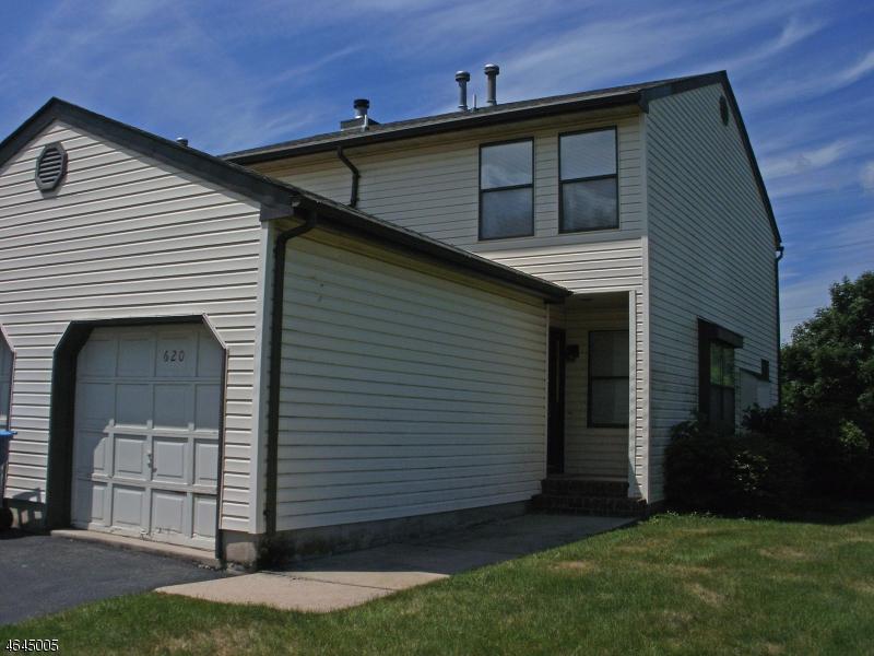 独户住宅 为 销售 在 620 Almond Court 夫雷明顿, 新泽西州 08822 美国