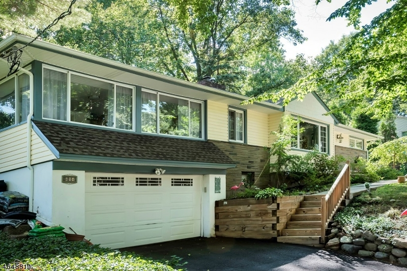 独户住宅 为 销售 在 694 Beechwood Drive Township Of Washington, 07676 美国