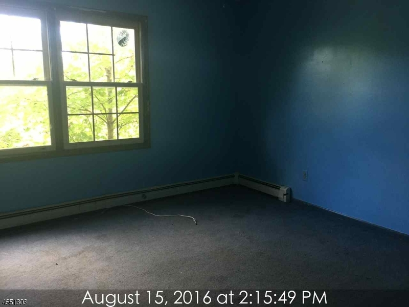 Additional photo for property listing at 48 Skytop Road  Sussex, New Jersey 07461 États-Unis