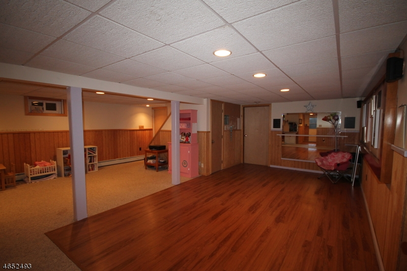Additional photo for property listing at 20 Kimble Lane  Sparta, New Jersey 07871 États-Unis