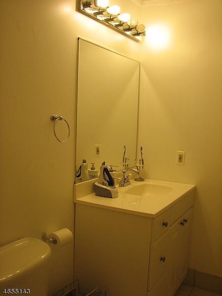 Additional photo for property listing at 422 Tournament Dr, 2  Union, Нью-Джерси 07083 Соединенные Штаты