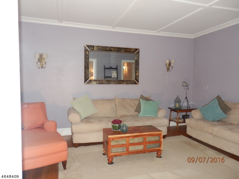 Additional photo for property listing at 133 Summit Avenue  Summit, New Jersey 07901 États-Unis