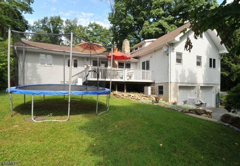 Additional photo for property listing at 24 Skytop Road  Long Valley, New Jersey 07853 États-Unis
