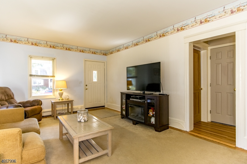 Additional photo for property listing at 16 Hunter Street  Succasunna, Nueva Jersey 07876 Estados Unidos