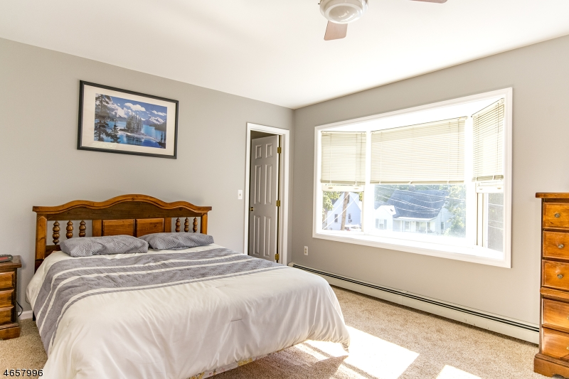 Additional photo for property listing at 16 Hunter Street  Succasunna, Нью-Джерси 07876 Соединенные Штаты