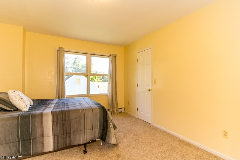 Additional photo for property listing at 16 Hunter Street  Succasunna, New Jersey 07876 États-Unis