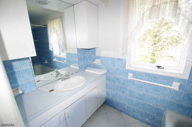 Additional photo for property listing at 9 MUELLER Lane  Washington, Нью-Джерси 07882 Соединенные Штаты