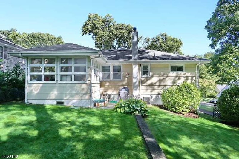 Additional photo for property listing at 104 Bergen Avenue  Waldwick, 新泽西州 07463 美国
