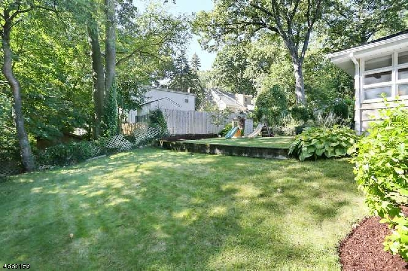 Additional photo for property listing at 104 Bergen Avenue  Waldwick, New Jersey 07463 United States
