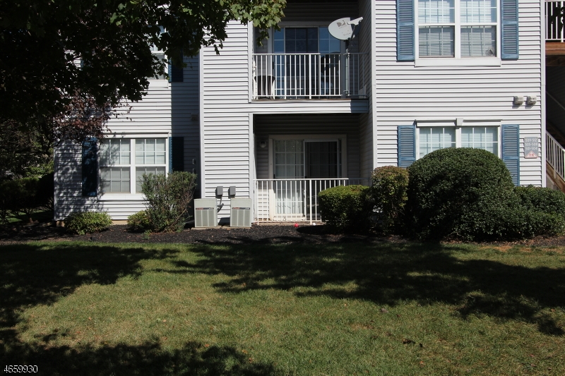 Additional photo for property listing at 501 Stratford Place  Bound Brook, Nueva Jersey 08805 Estados Unidos