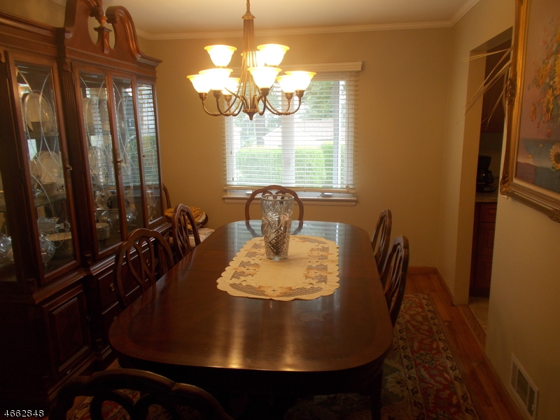 Additional photo for property listing at 721 Beechwood Road  Linden, New Jersey 07036 États-Unis