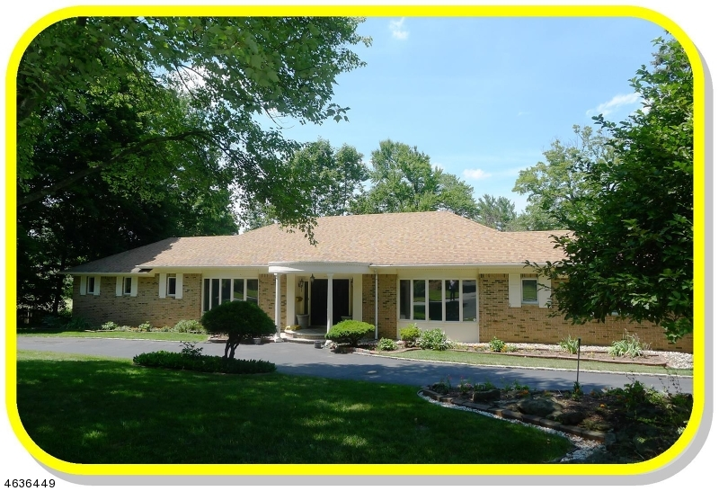Частный односемейный дом для того Аренда на 11 SPARTA ROAD Short Hills, Нью-Джерси 07078 Соединенные Штаты