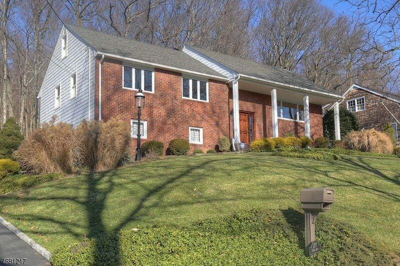 Частный односемейный дом для того Аренда на 1177 Ridge Drive Mountainside, Нью-Джерси 07092 Соединенные Штаты