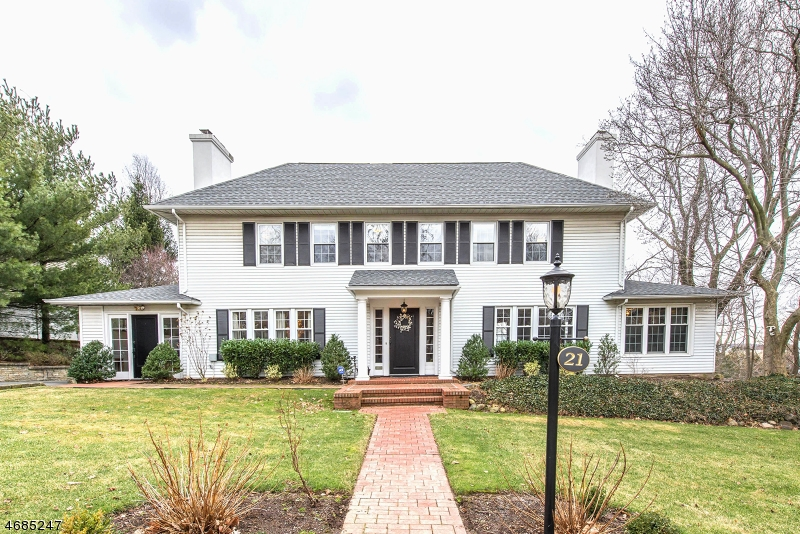 Single Family Home for Sale at 21 Westover Road Verona, 07044 United States