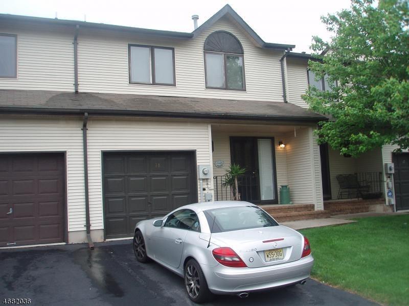 Частный односемейный дом для того Аренда на 18 Maple Court Raritan, Нью-Джерси 08822 Соединенные Штаты