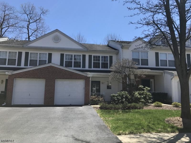 Частный односемейный дом для того Аренда на 31 Maple Lane Mount Arlington, Нью-Джерси 07856 Соединенные Штаты