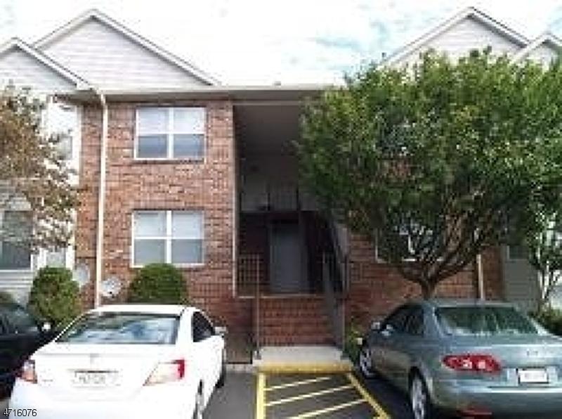 Casa Unifamiliar por un Alquiler en 28 Donna Drive East Hanover, Nueva Jersey 07936 Estados Unidos