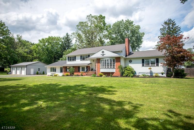 Nhà ở nhiều gia đình vì Bán tại 401 Whiton Road Branchburg, New Jersey 08853 Hoa Kỳ