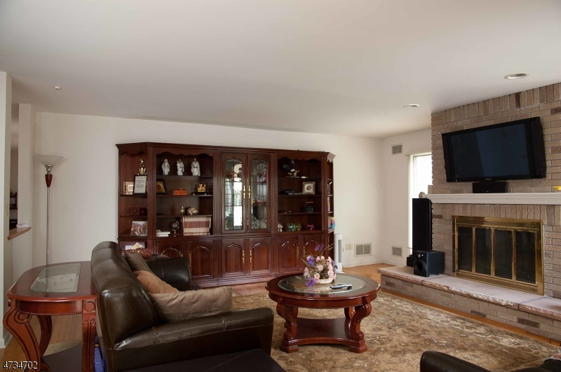 Additional photo for property listing at 180 Eileen Drive  Cedar Grove, New Jersey 07009 Hoa Kỳ
