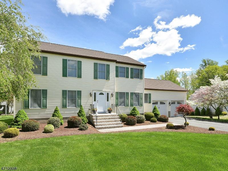 Casa Unifamiliar por un Venta en 36 COTTAGE LANE Sparta, Nueva Jersey 07871 Estados Unidos