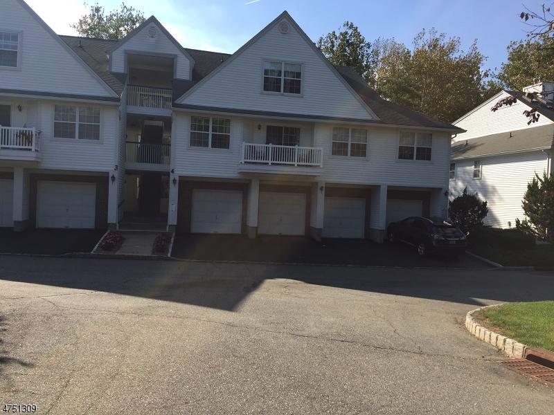 Maison unifamiliale pour l Vente à 4-2 VERNON Court Waldwick, New Jersey 07463 États-Unis