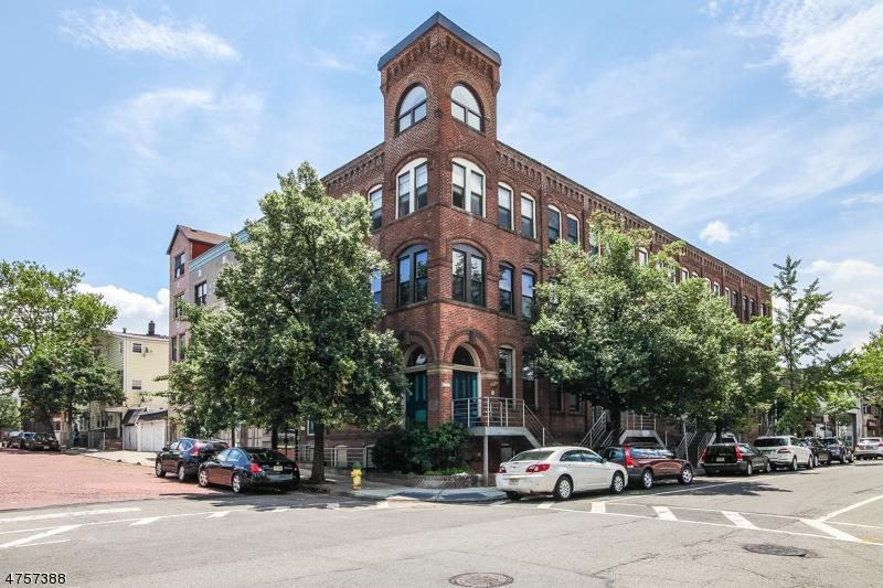 Частный односемейный дом для того Аренда на 54-60 MCWHORTER Street Newark, Нью-Джерси 07105 Соединенные Штаты