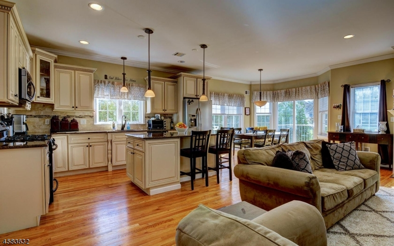 Maison unifamiliale pour l Vente à 21 Gibson Blvd Clark, New Jersey 07066 États-Unis