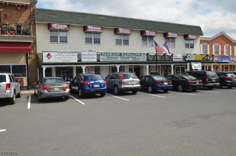 Commercial pour l à louer à 4 Village Sq E Clifton, New Jersey 07011 États-Unis