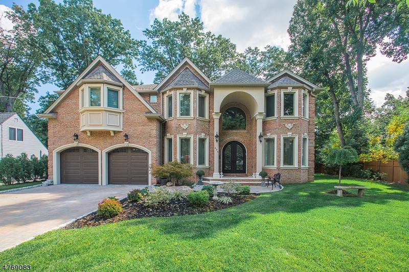 Casa Unifamiliar por un Venta en 202 Crest Drive Paramus, Nueva Jersey 07652 Estados Unidos