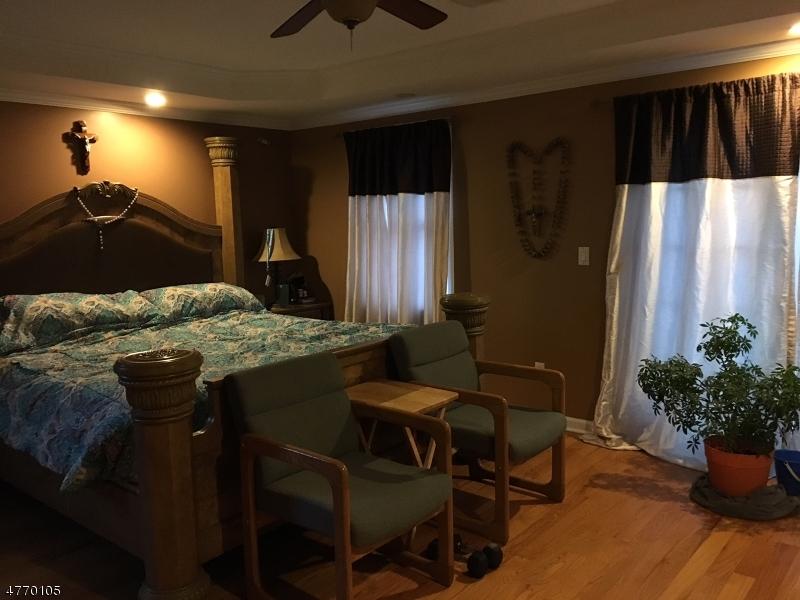 Частный односемейный дом для того Продажа на 114 W Woodbridge Avenue Woodbridge, Нью-Джерси 08830 Соединенные Штаты