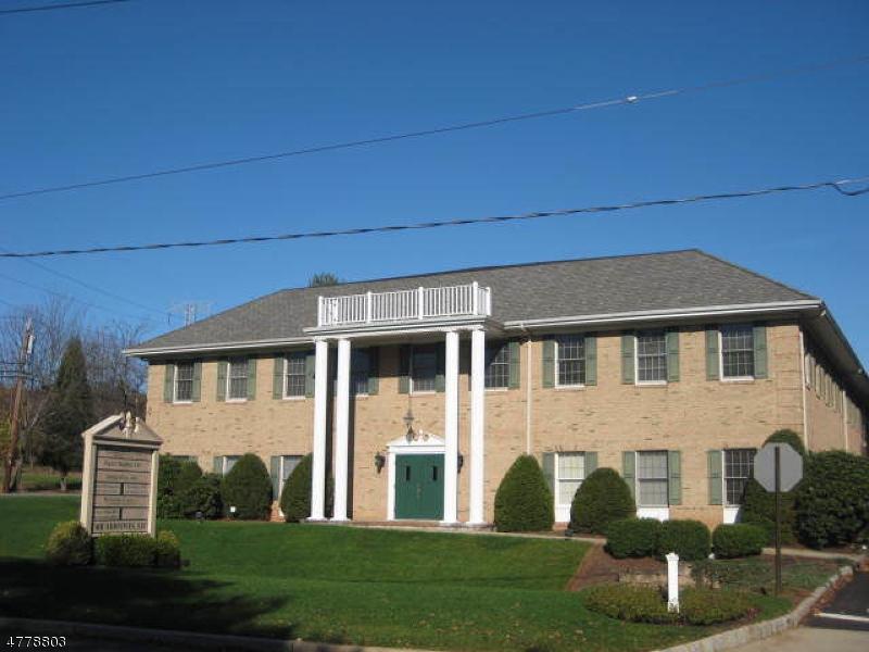 Property pour l à louer à 786 Mountain Blvd Watchung, New Jersey 07069 États-Unis