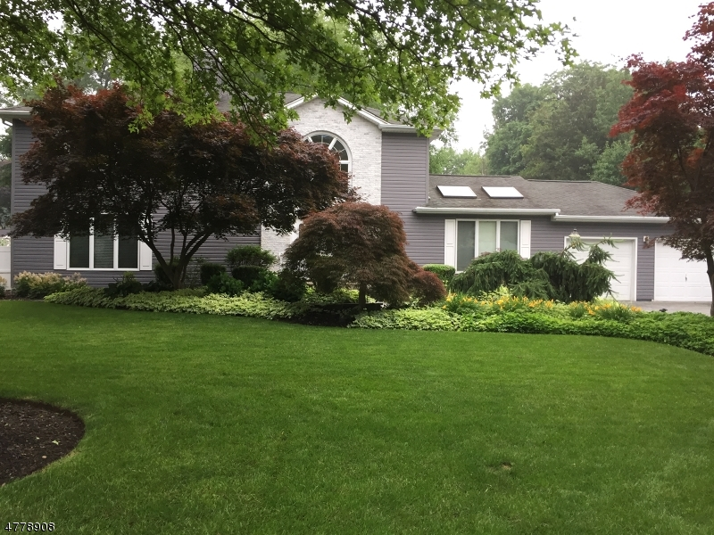 Single Family Home for Sale at 15 Kinney Place 15 Kinney Place Pequannock Township, New Jersey 07444 United States