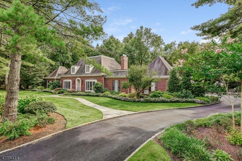 Частный односемейный дом для того Продажа на 2 Canoe Lane Roseland, Нью-Джерси 07068 Соединенные Штаты