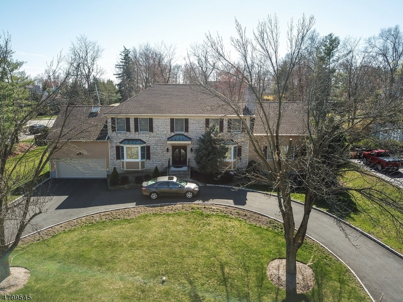 Maison unifamiliale pour l Vente à 2 Newman Place East Hanover, New Jersey 07936 États-Unis